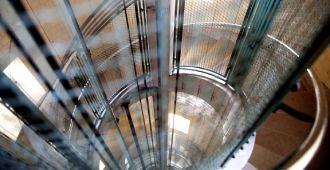 Le Phare du Cap-Ferret, exposition Horizons Voyageurs, espace sommet du Phare, détail des escaliers