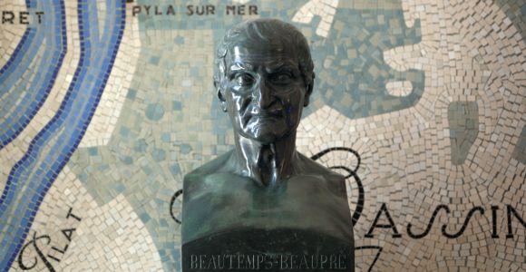 Le Phare du Cap Ferret, exposition Horizons Voyageurs, la galerie basse, buste et mosaïque