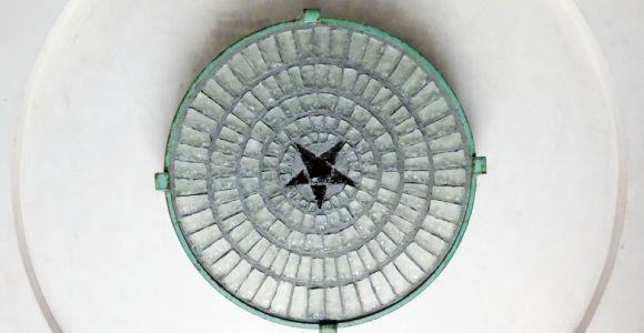 Le Phare du Cap Ferret, exposition Horizons Voyageurs, la galerie basse, detail etoile au plafond